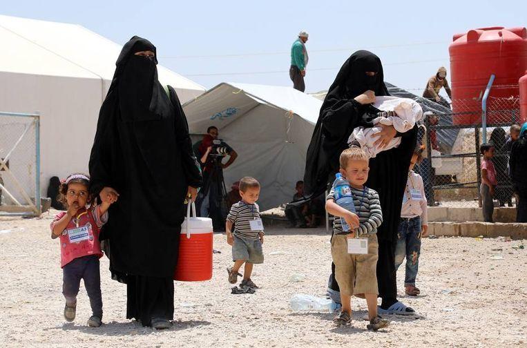 Vrouwen met hun kinderen in het Al-Hol-vluchtelingenkamp in Syrië