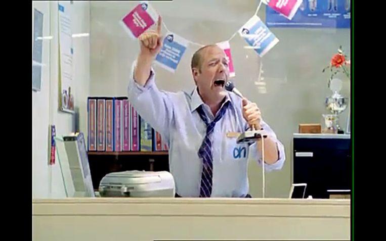 Meneer Van Dalen duikt voor het eerst op in de AH-commercials, 2004. Beeld -