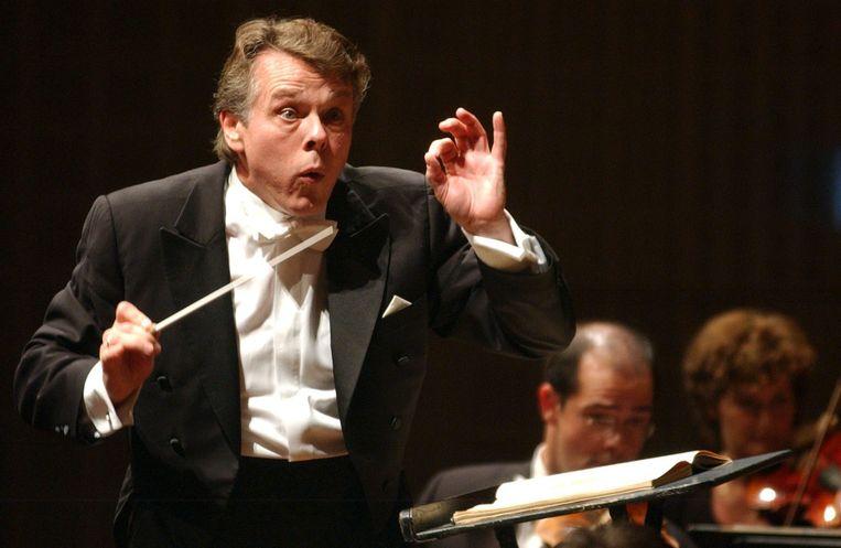 Mariss Jansons dirigeert tijdens het Luzern Festival in Zwitzerland, in 2004. Beeld EPA