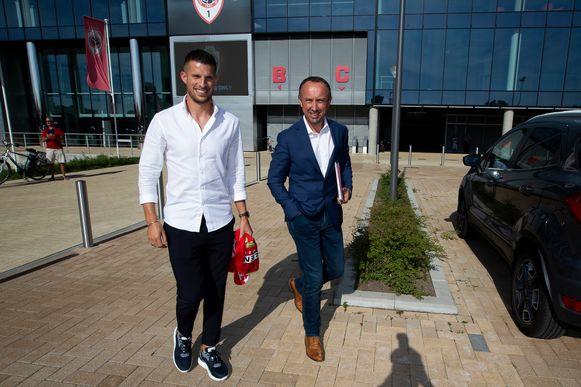 David Cheniaux begeleidt onder meer Kevin Mirallas. Hier ziet u de twee nadat die laatstgenoemde werd voorgesteld bij Antwerp.