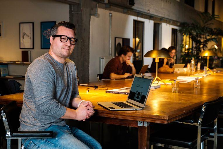 """Sander Gebruers heeft """"zo'n mooi kantoor"""" dat hij liever daar zit dan thuis."""