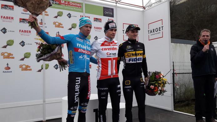 Het podium van de zevende Cyclocross Rucphen: winnaar David van der Poel geflankeerd door nummer twee Jim Aernouts (rechts) en Dieter Vanthourenhout.