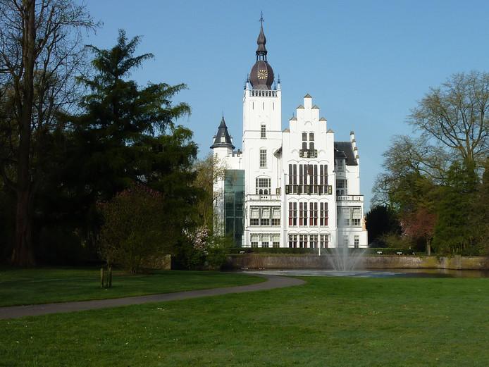 Tijdens de bezwaarschriftencommissie dinsdagavond in het raadhuis stonden de gemeente Vught en Theater de Speeldoos lijnrecht tegenover elkaar.