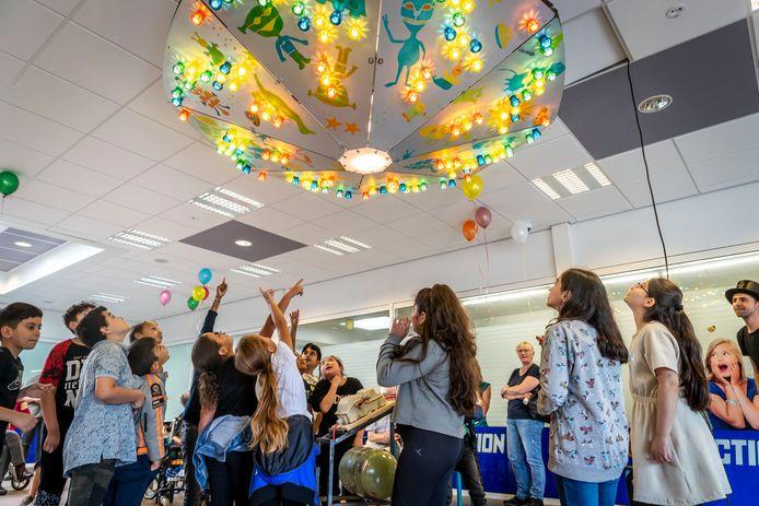 De Schitterplaats in winkelcentrum Eckart in Woensel werd gistermiddag feestelijk onthuld.