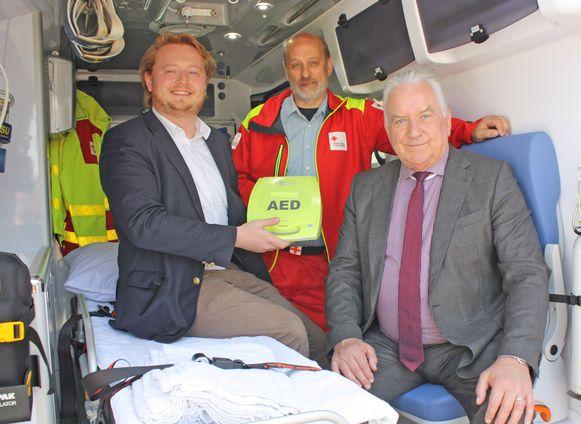 Wouter Van Driessche, Frans De Smedt van het Rode Kruis Opwijk en burgemeester Albert Beerens.