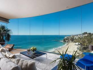 Deze villa biedt een waanzinnig zicht op de omgeving dankzij glazen gevels en ramen zonder profielen