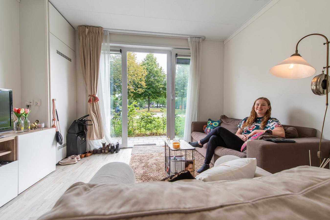 Vera Wijers woont met veel plezier in een prefab-huis aan de Kesterendreef in Breda.