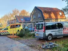 E-biker klapt tegen busje in Achterveld en raakt gewond