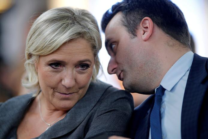 Leider van Front National Marine Le Pen (L) met haar rechterhand Florian Philippot (R) op archiefbeeld