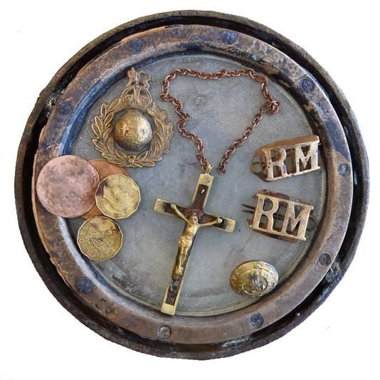 Opgedoken oorlogsherinneringen op een kompas.