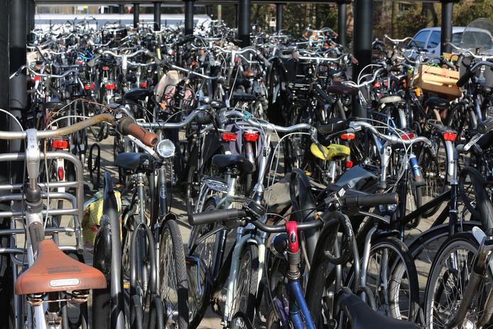 Overal in het land staan stationsstallingen ramvol, zoals hier in het Gelderse Brummen