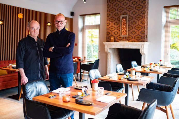 Chef-kok Karl Ave (links) en gastheer Philip Jeukens (rechts) van restaurant dEssensi