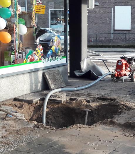 Waterleiding gesprongen onder Elektronica winkel in Groesbeek