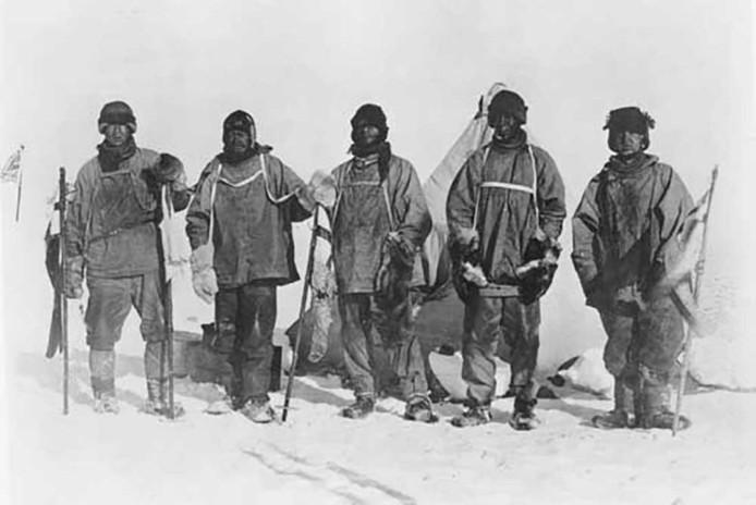 Het team van Scott in 1912 tijdens hun reis naar de Zuidpool. Ze zouden nooit meer terugkeren.