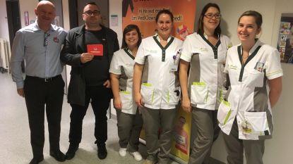 Stickeractie en standje kerstmarkt brengen 3.000 euro op voor Mediclowns
