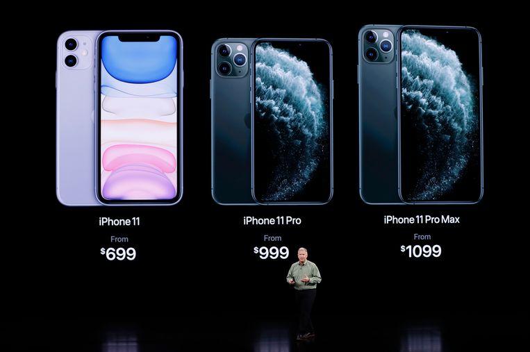De (Amerikaanse) prijzen van de drie nieuwe iPhones. De gewone 11 heeft een lcd-scherm, de Pro's een oled-scherm.  Beeld REUTERS