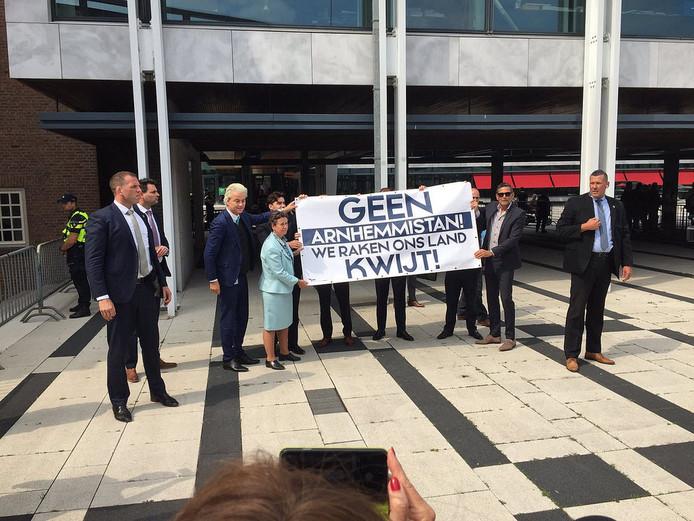 Wilders demonstreert in Arnhem.