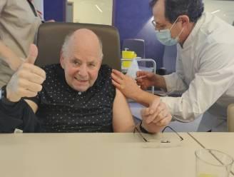 """Bewoners woonzorgcentrum De Linde hebben eerste vaccin gekregen en doen oproep: """"Laat je vaccineren"""""""