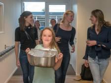 Ludiek afscheid van 'Ermelose' kleumschool: buurt wil groene speelplaats na sloop