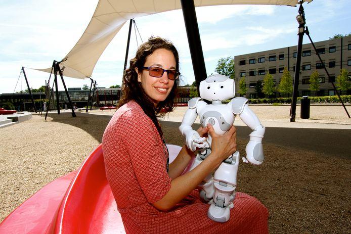 Professor Vanessa Evers is hoogleraar robotica aan de Universiteit van Twente. Foto: Leon Krijnen