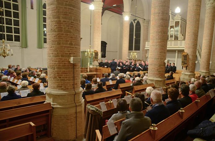 Het Zuidwester Mannenkoor in de Hervormde Kerk van Burgh-Haamstede.