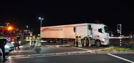Verkeersopstopping op Energieweg, vrachtwagen staat midden op de weg stil na brandje