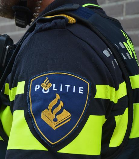 Beschonken bestuurder rijdt tegen lantaarnpaal in Tilburg en moet rijbewijs inleveren