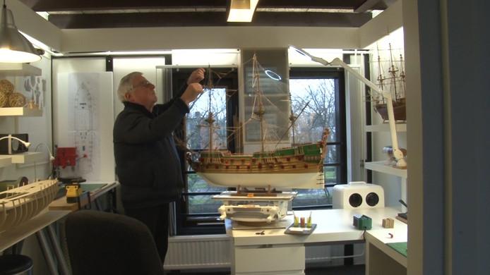Jaap Hage uit Alphen is modelschipbouwer