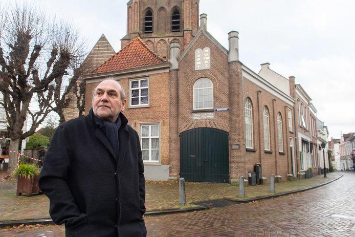 """,,Ik ben blij met deze verzoening""""zegt Johan van Uffelen, voorzitter van de Stichting Stolpersteine over het compromis dat is bereikt. In de voormalige synagoge die wordt verbouwd tot pizzeria komt een plaquette waarop de beladen geschiedenis wordt beschreven."""