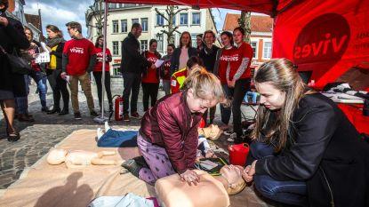 Rode Kruis leert reanimeren op pleinen