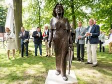 Jufferke terug in Engels' Tuin in Ootmarsum