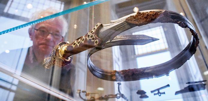 Strijd om zwaard van Oss wordt serieus; Vrijstaat schakelt advocaat in | Oss e.o. | bd.nl
