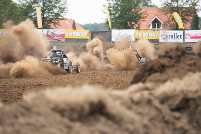 Beeld van een wedstrijd in de Achterhoek die meetelt voor het NK autocross.
