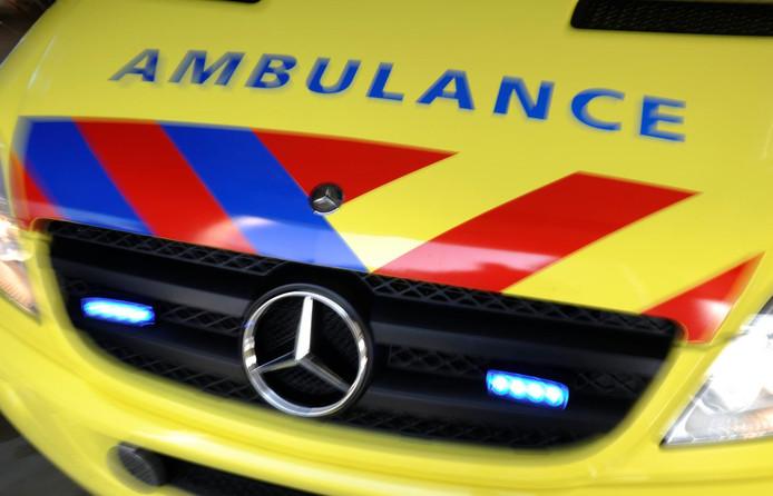 Een vrouw die in het centrum op het punt stond te bevallen, is door een ambulance naar het ziekenhuis vervoerd.