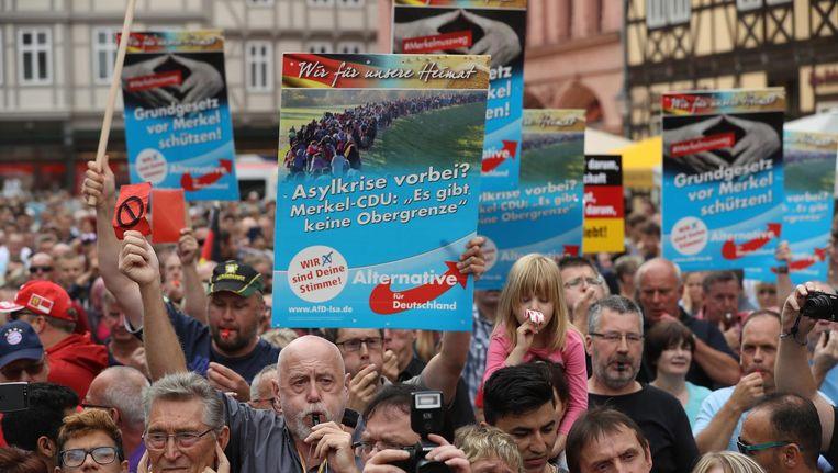 Aanhangers van het rechts-radicale Alternative für Deutschland demonstreren tegen Merkels immigratiebeleid Beeld Getty Images