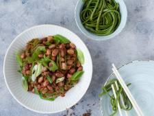 Wat Eten We Vandaag:  Aziatische blote billetjes in het gras