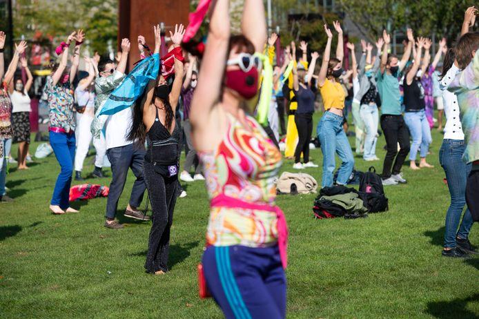 Klimaatactivisten op het Museumplein tijdens de demonstratie van Extinction Rebellion.