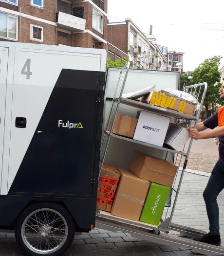 Proef met transportfiets in Nijmeegse binnenstad: een rolcontainer met zeventig pakketjes achter je fiets