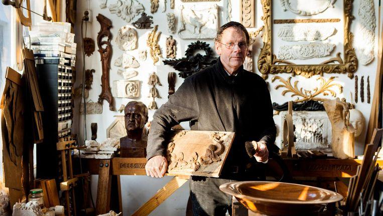 Cees van Soestbergen in zijn atelier. Beeld null