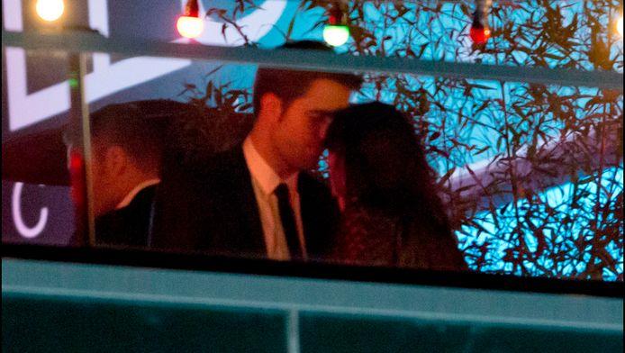 """Robert Pattinson et Kristen Stewart lors de la soirée organisée après la projection de """"Sur la route"""", en 2012, à Cannes."""