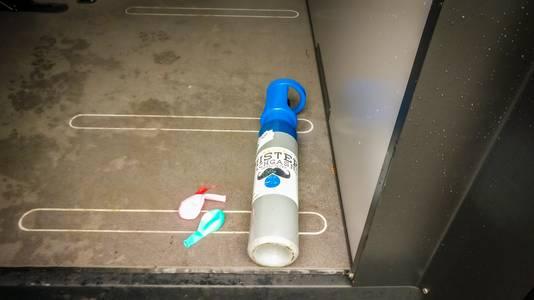 De politie vond in de BMW lachgas en meerdere gebruikte ballonnen.