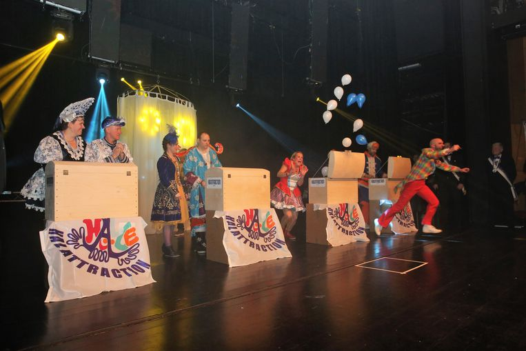 Dit keer moesten de kandidaat-koppels een kist openen om te weten of ze het nieuwe Prinsenpaar van Halle werden.