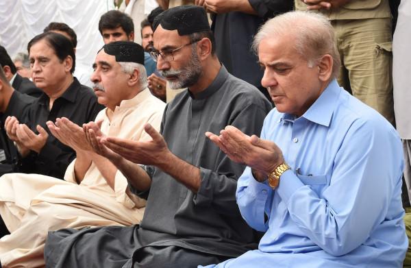 Met gang naar gevangenis hoopt **Sharif** verkiezingsrace Pakistan te kantelen
