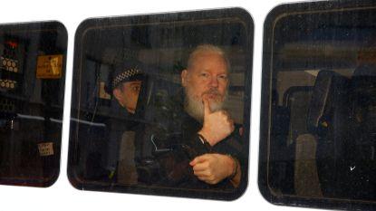 """Britse parlementairen: """"Lever Assange uit aan Zweden, niet aan de VS"""""""