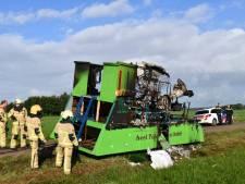 Carnavalswagen gaat in vlammen op in Den Ham, vermoedelijk brandstichting