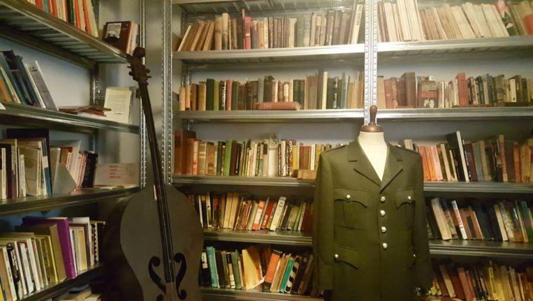 Het nu nog gesloten Black Archive op de Zeeburgerdijk. Beeld Mitchell Esajas