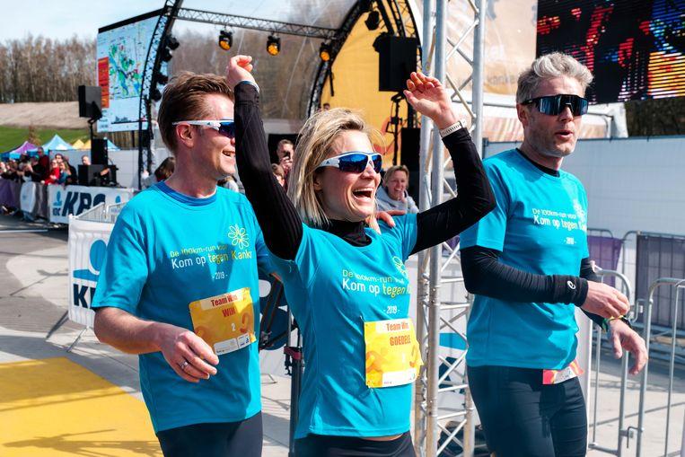 Traditioneel nemen ook heel wat bekende koppen mee aan de run. De VRT-ploeg Wim De Vilder, Bart Schols, Goedele Wachters, Maarten Van Gramberen tijdens de editie vorig jaar