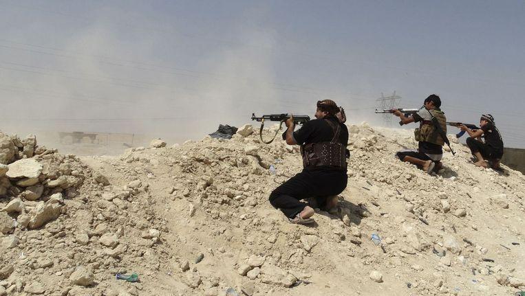 Iraakse soldaten strijden tegen IS in het noorden van Irak. Beeld reuters