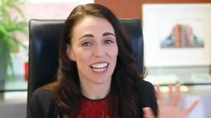 Zo kan het ook: premier Nieuw-Zeeland probeert in 2 minuten razendsnel verwezenlijkingen regering op te sommen