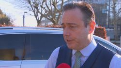 """De Wever haalt hard uit naar andere partijen na heisa rond humanitaire visa: """"Het is duidelijk, N-VA moet eraan"""""""